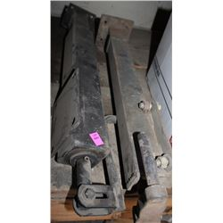 LOT OF 2 STRAIGHT JACKS