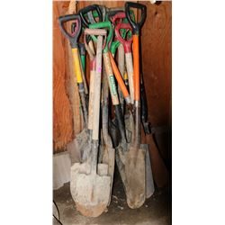 LOT OF SMALL SPADE SHOVELS