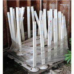 PALLET OF REFLECTIVE POSTS