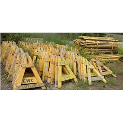 EX-LRG LOT OF SAWHORSE CONSTRUCTION BARRICADES