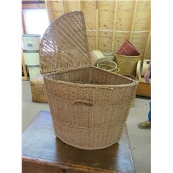WICKER CORNER LAUNDRY HAMPER