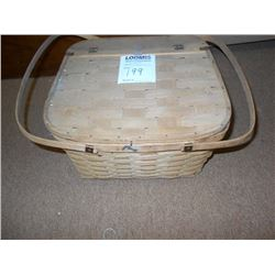 WICKER PICNIC BASKET/OUTDOOR TOTE WITH LID