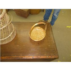 SMALL WICKER BASKET WITH HANDLE
