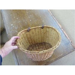 WICKER BERRY PICKING AND FORAGING BASKET