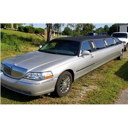 2005 LINCOLN TOWNCAR 8 PASSENGER LUXURY LIMO