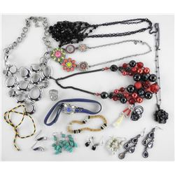 Estate - Lot Mixed Jewellery.