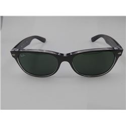 PAIR OF AUTHENTIC RAY-BAN SUNGLASSES (MINOR DENT IN FRAME)