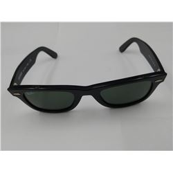 PAIR OF AUTHENTIC RAY-BAN SUNGLASSES