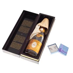 Ted – Lori Collins' (Mila Kunis) Anniversary Gift & Champaign Bottle - IV178