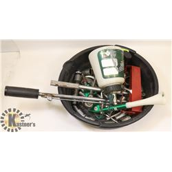 BLACK PLASTIC PAN WITH RACHETS, TORQUE WRENCH