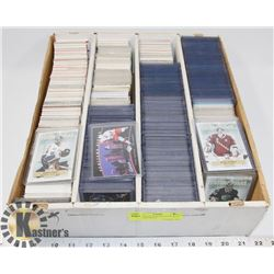 BOX OF OVER 3000 HOCKEY CARDS INCLUDING MANY