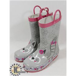 CHILD RUBBER BOOTS SIZE 8