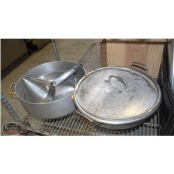 LARGE MAGNUM & CARLISLE ALUMINUM PANS + COLANDER