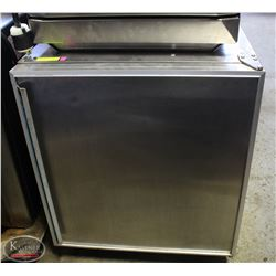 SILVER KING UNDERCOUNTER REFRIGERATOR ON CASTERS