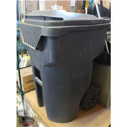 LARGE RUBBERMAID HD TILTING GARBAGE BIN