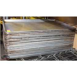 LOT OF ALUMINUM FULL SIZE BUN PANS