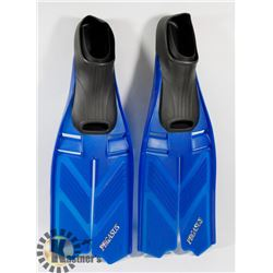 SIZE M YOUTH 6-9 SWIMMING FLIPPERS