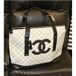 WHITE CHANEL QUILTED TOTE STYLE PURSE
