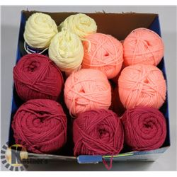 FLAT OF KNITTED WORSTED YARN 8 BALLS AND 3 BALLS