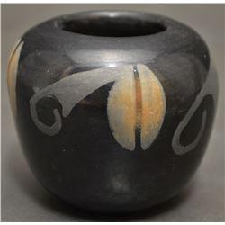 SAN ILDEFONSO INDIAN POTTERY JAR (KATHY WAN POVI SANCHEZ)
