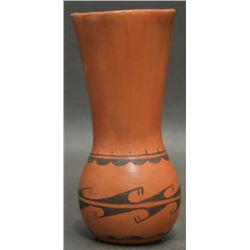 HOPI INDIAN POTTERY VASE (NAMOKI)