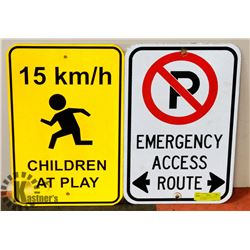 PAIR OF ALUMINUM REFLECTIVE TRAFFIC SIGNS.