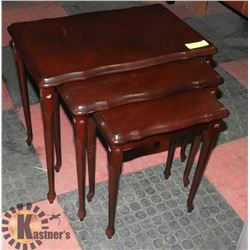 SET OF 3 NESTING TABLES.