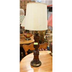 WOODEN BROWN TABLE LAMP WITH SHADE.