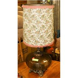 CLEAR GLASS TABLE LAMP W/ SHADE.