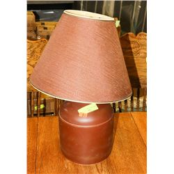 BROWN TABLE LAMP W/ SHADE.