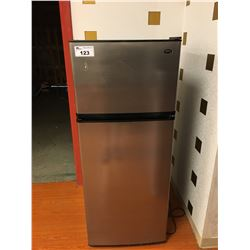 SANYO STAINLESS STEEL REFRIGERATOR