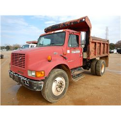 2002 INTERNATIONAL 4700 DUMP, VIN/SN:1HTSCAAN728527038 - S/A, IHC DT466E DIESEL ENGINE, 5 SPEED TRAN