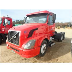 2005 VOLVO TRUCK TRACTOR, VIN/SN:4V4NC9G825N3476520 - T/A, 435HP VOLVO DIESEL ENGINE, 13 SPEED TRANS