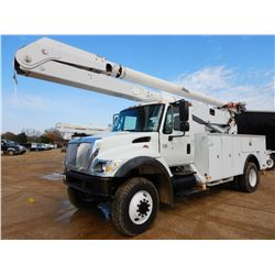 2006 INTERNATIONAL 7300 BUCKET TRUCK, VIN/SN:1HTWBAAN16J187713 - 4X4, IHC DT466 DIESEL ENGINE, ALLIS