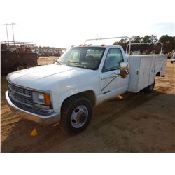 2000 CHEVROLET 3500 SERVICE TRUCK, VIN/SN:1GBJC34RXYF498937 - GAS ENGINE, A/T, READING SERVICE BODY,
