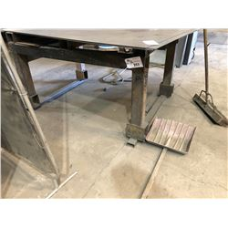 APPROX. 6' X 5' HEAVY DUTY STEEL WORK BENCH