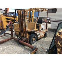 KUMATSU FORKLIFT WITH BIN FORK ATTACHMENT, PARTS ONLY, NOT RUNNING