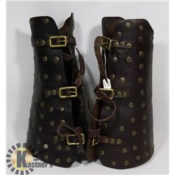 LEATHER GAUNTLETS WITH STUDS