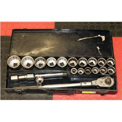 LARGE SOCKET SET.