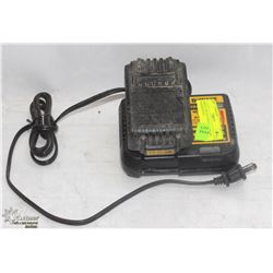 DEWALT 20V BATTERY CHARGER WITH BATTERY