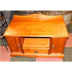 "PINE WOOD TV ENTERTAINMENT STAND, 39""X22""X25.5"""