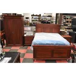 SOLID WOOD DURAHAM FURNITURE QUEEN SIZE BEDFRAME