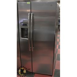 GE STAINLESS STEEL FRENCH DOOR FRIDGE WITH WATER &
