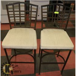 PAIR OF BAR HEIGHT STOOLS.