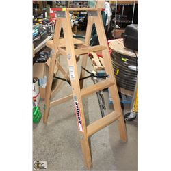 STURDY BRAND 4 FOOT LADDER - NEW