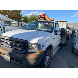 2004 FORD F550 XL, 2DR DUMP TRUCK, WHITE, GAS, AUTOMATIC, VIN#1FDAF56S54ED97699, 111,488KMS, RD,