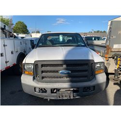 2007 FORD F250 XL SUPERDUTY, 4DRPU, WHITE, GAS, AUTOMATIC, VIN#1FTSW20577EB04769, 76,190KMS,