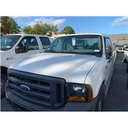 2007 FORD F250 SUPERDUTY XL, 4DRPU, WHITE, GAS, AUTOMATIC, VIN#1FTSW20537EB04770, 86,308KMS, TH,AC,