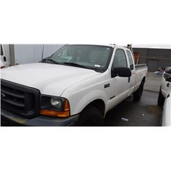 2000 FORD F-350 XL SUPERDUTY, 4DR PU, WHITE, VIN # 1FTSX30F7YED28914