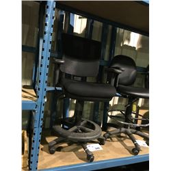 BLACK MESH BACK GAS LIFT MOBILE DRAFTING STOOL